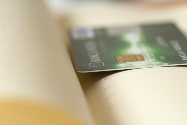 リボ払いは危険、クレジットカードを使うときは一括で